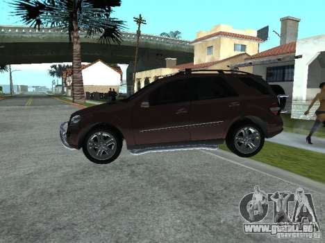 Mercedes-Benz ML500 pour GTA San Andreas vue de droite