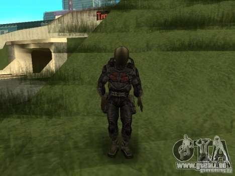 Mitglied hält es im Kostüm für GTA San Andreas