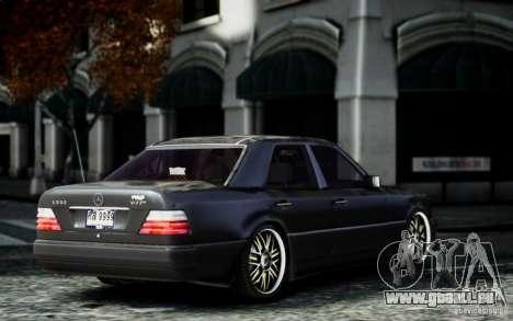 Mercedes Benz E500 pour GTA 4 est une gauche