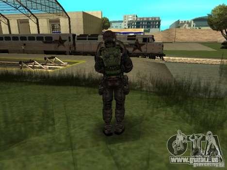 Mitglied hält es im Kostüm für GTA San Andreas zweiten Screenshot