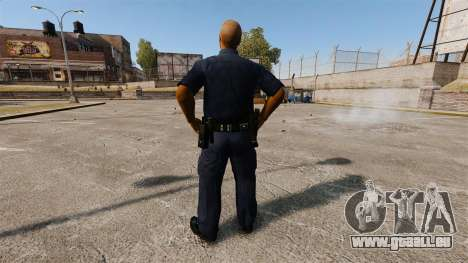 Eine aktualisierte Garderobe für Polizei für GTA 4 dritte Screenshot