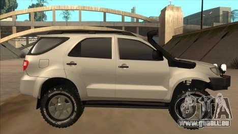 Toyota Fortunner 2012 Semi Off Road pour GTA San Andreas sur la vue arrière gauche