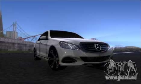 Mercedes-Benz W212 AMG v2.0 pour GTA San Andreas vue de droite