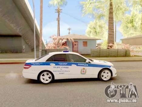 Mercedes-Benz E500 ДПС pour GTA San Andreas sur la vue arrière gauche