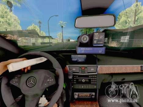 Mercedes-Benz E500 ДПС pour GTA San Andreas vue de droite