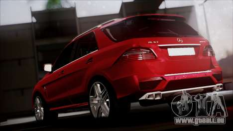 Mercedes-Benz ML 63 AMG 2014 pour GTA San Andreas sur la vue arrière gauche