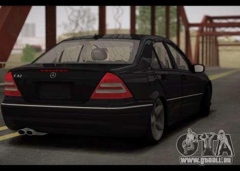 Mercedes-Benz C32 W203 2004 pour GTA San Andreas vue de droite