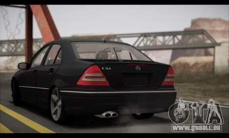 Mercedes-Benz C32 W203 2004 pour GTA San Andreas vue intérieure