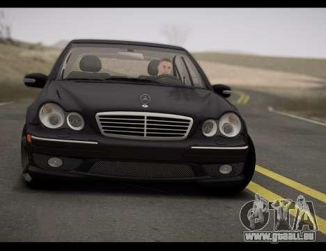 Mercedes-Benz C32 W203 2004 pour GTA San Andreas sur la vue arrière gauche
