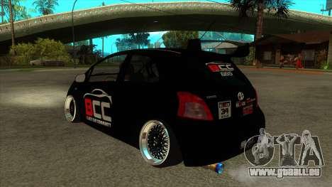 Toyota Yaris (Vitz) [Black Car Community] pour GTA San Andreas sur la vue arrière gauche