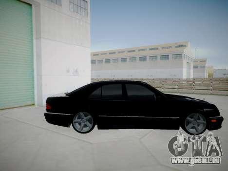 Mercedes-Benz E55 W210 pour GTA San Andreas laissé vue