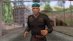 Les soldats des troupes aéroportées en uniforme