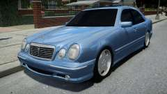 Mercedes-Benz E55 AMG Blue pour GTA 4