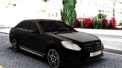 Mercedes-Benz W212 Black Sedan pour GTA San Andreas