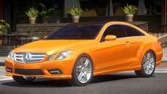 Mercedes Benz E500 V1.1 pour GTA 4